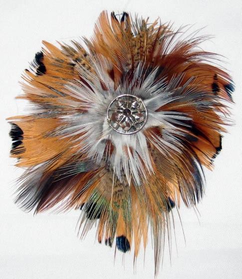 Skoczena feather brooch